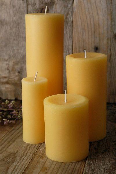 Цилиндрическая желтая свеча