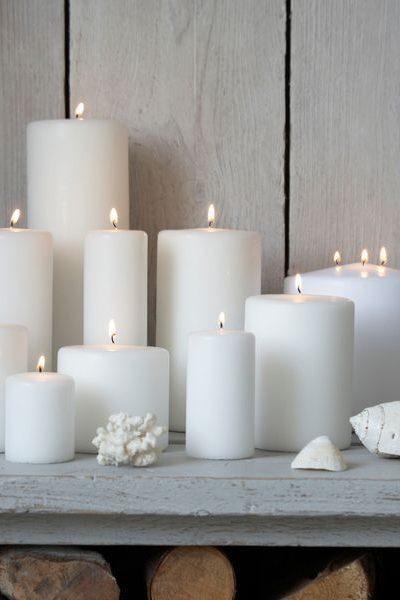 Цилиндрическая белая свеча