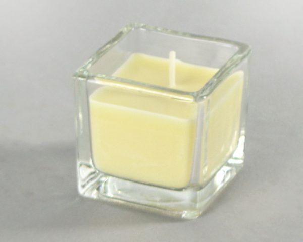 Свеча ароматизированная в квадратром подсвечнике